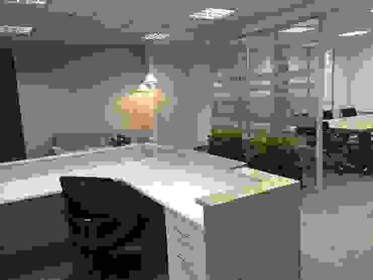 Mueble de Recepción de ANA ESTRADA DISEÑO INTERIOR Minimalista Aglomerado