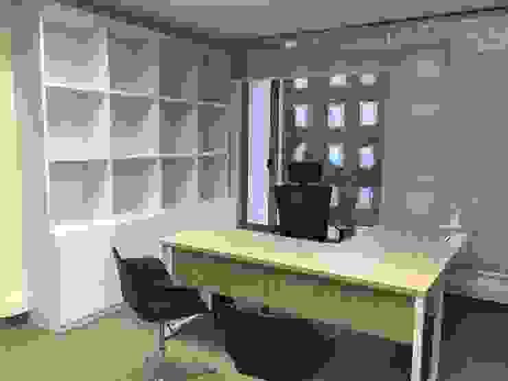 Oficinas en Bogotá de ANA ESTRADA DISEÑO INTERIOR Minimalista Contrachapado