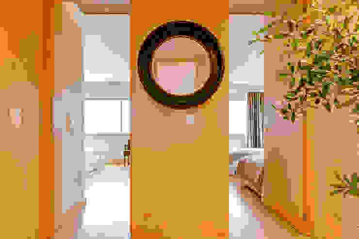 Couloir, entrée, escaliers modernes par Ivo Santos Multimédia Moderne