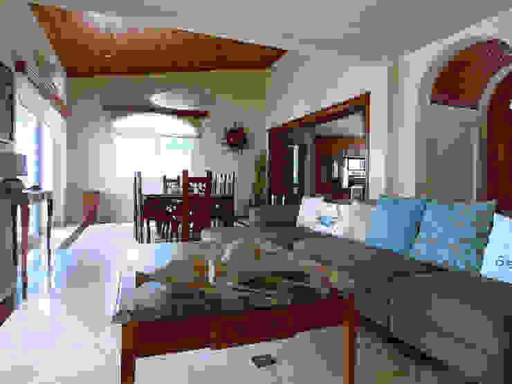 Villa Coquí Akumal Salones mediterráneos de DHI Arquitectos y Constructores de la Riviera Maya Mediterráneo
