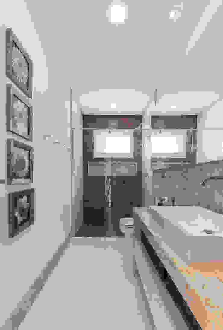 Charis Guernieri Arquitetura Modern Bathroom