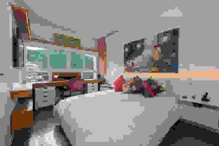 Dormitorios de estilo  de homify, Moderno