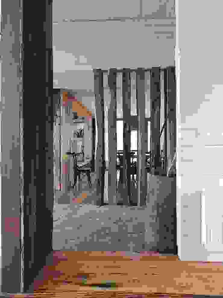 Rustic style corridor, hallway & stairs by David y Letelier Estudio de Arquitectura Ltda. Rustic