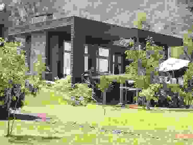 Rustic style house by David y Letelier Estudio de Arquitectura Ltda. Rustic