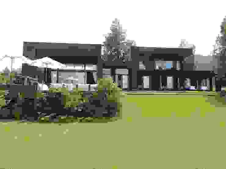 現代房屋設計點子、靈感 & 圖片 根據 David y Letelier Estudio de Arquitectura Ltda. 現代風