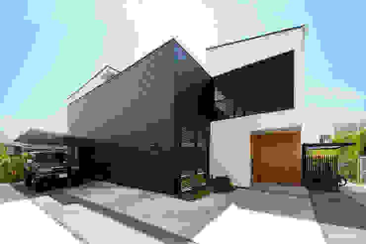 モノトーンの外観デザイン TERAJIMA ARCHITECTS/テラジマアーキテクツ モダンな 家