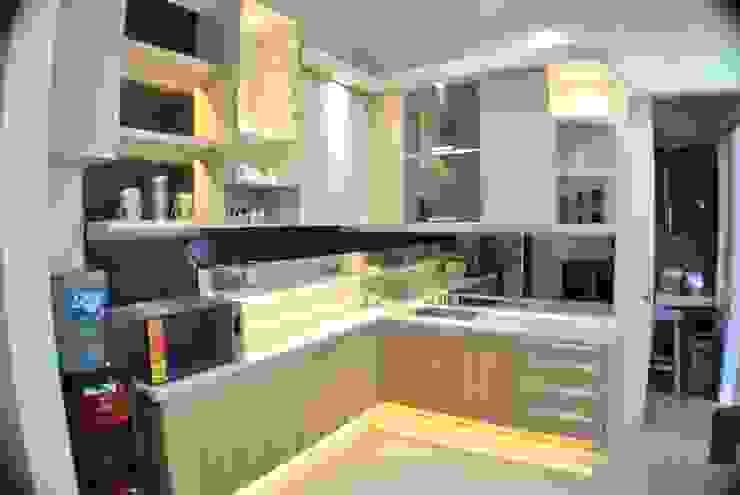 Kitchen Set:modern  oleh Anantawikrama Studio, Modern Kayu Lapis