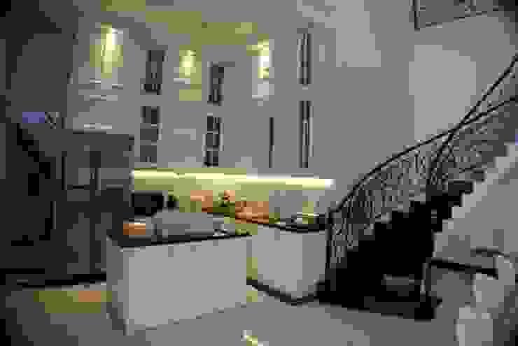 Rumah di Duren Sawit, jakarta Dapur Klasik Oleh Anantawikrama Studio Klasik