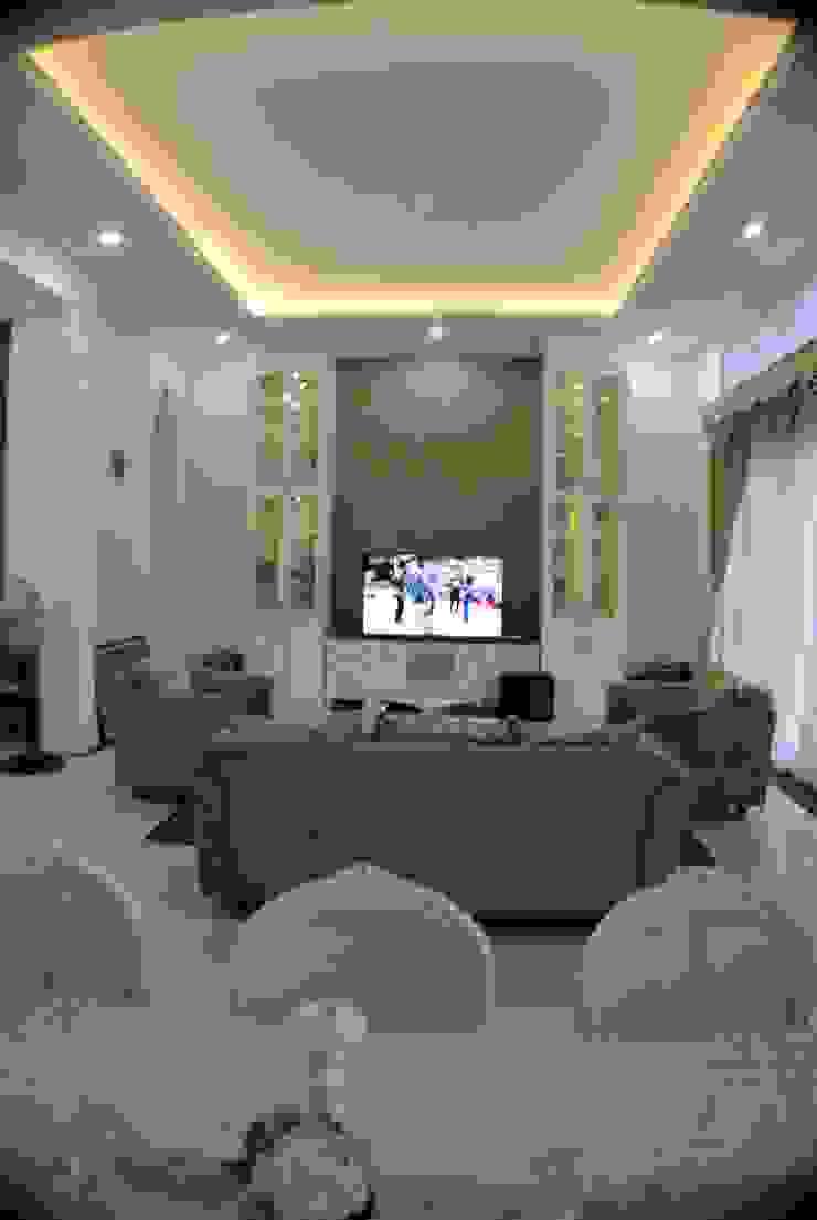 Rumah di Duren Sawit, jakarta Ruang Keluarga Klasik Oleh Anantawikrama Studio Klasik