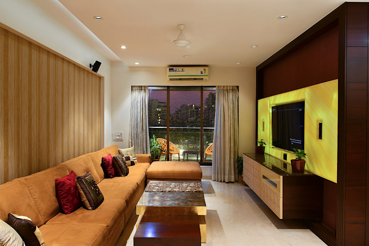 Khar Residence:  Living room by SM Studio