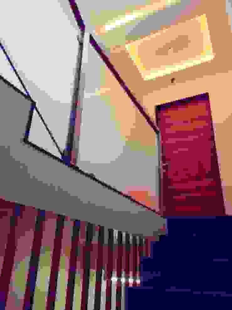 BUNGALOW INTERIORS Minimalist corridor, hallway & stairs by Finch Architects Minimalist