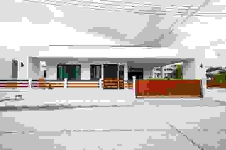 บ้านเดี่ยว สไตล์โมเดิร์น โดย บริษัท ถาวรเจริญทรัพย์ จำกัด โมเดิร์น