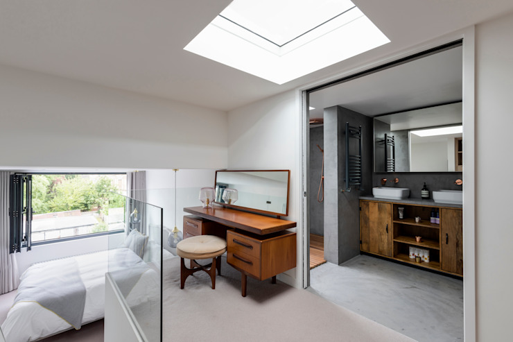 Dulwich Loft Conversation :  Dressing room by R+L Architect, Modern
