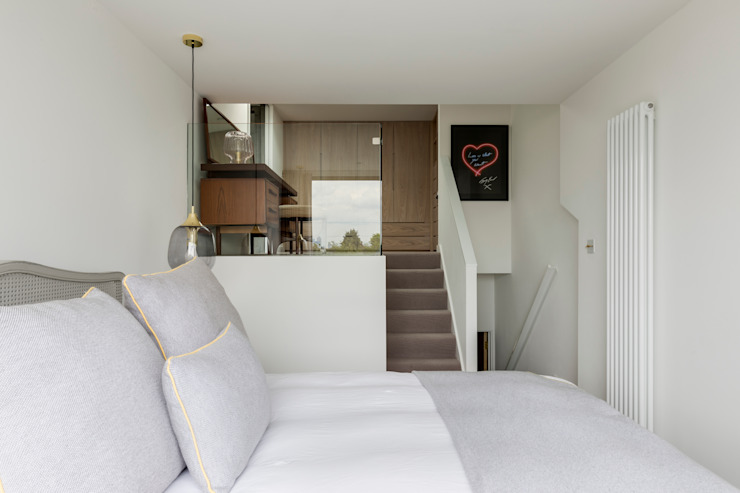 Dulwich Loft Conversation :  Bedroom by R+L Architect, Modern