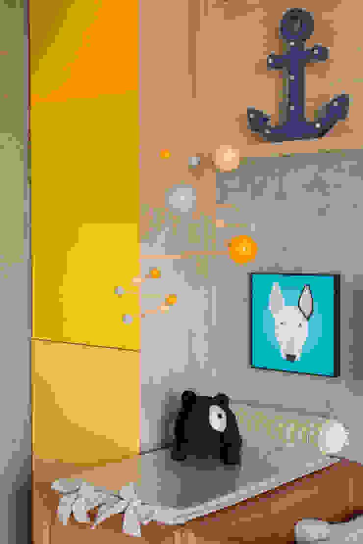 Minimalistyczna sypialnia od Pri Martins Arquitetura Minimalistyczny Drewno O efekcie drewna