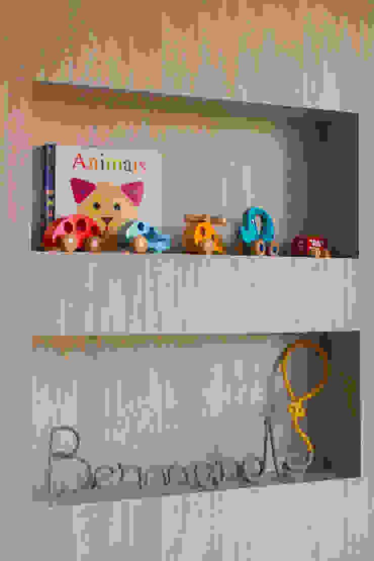 Minimalistyczny pokój dziecięcy od Pri Martins Arquitetura Minimalistyczny