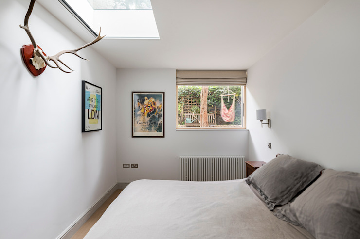 Barton Road Extension Modern Bedroom by R+L Architect Modern