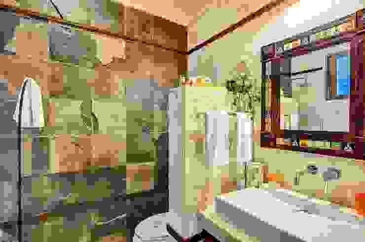 Baños de estilo  por DHI Riviera Maya Architects & Contractors