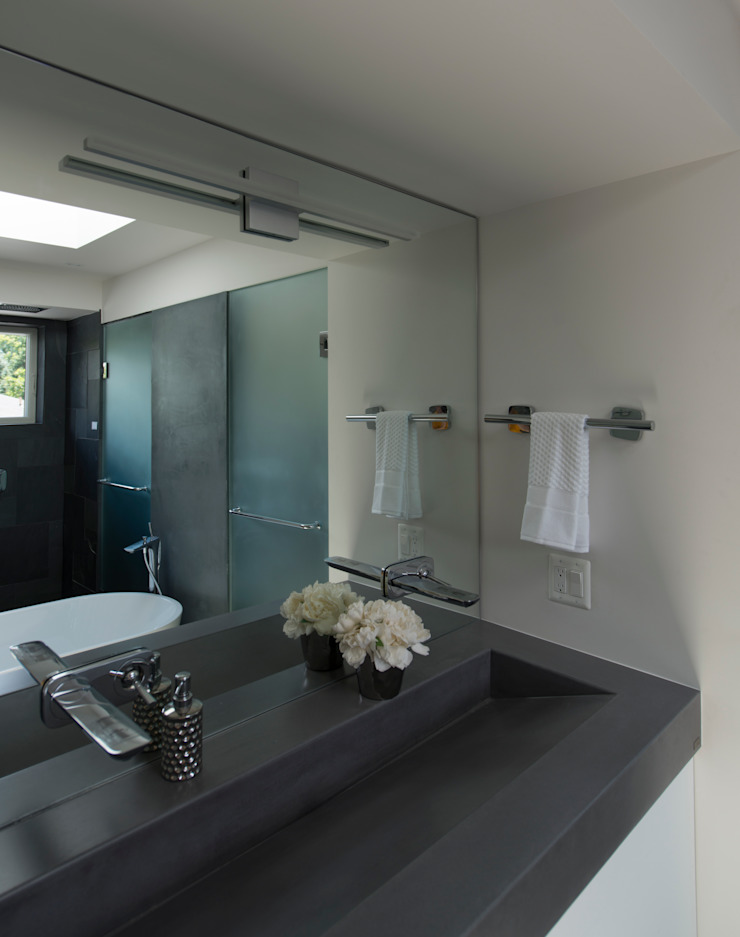 Modern bathroom by ARCHI-TEXTUAL, PLLC Modern