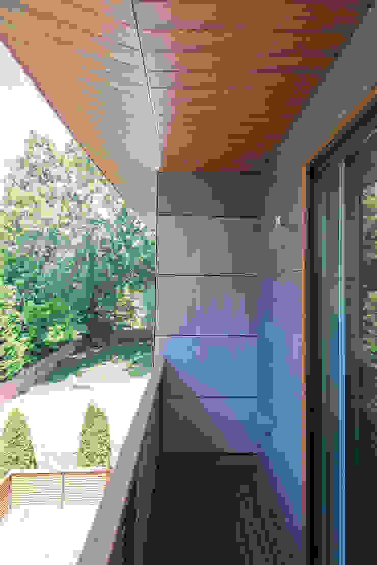 Varandas, alpendres e terraços modernos por ARCHI-TEXTUAL, PLLC Moderno