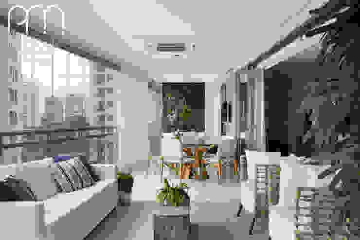 Modern style balcony, porch & terrace by Paula Müller Arquitetura e Design de Interiores Modern