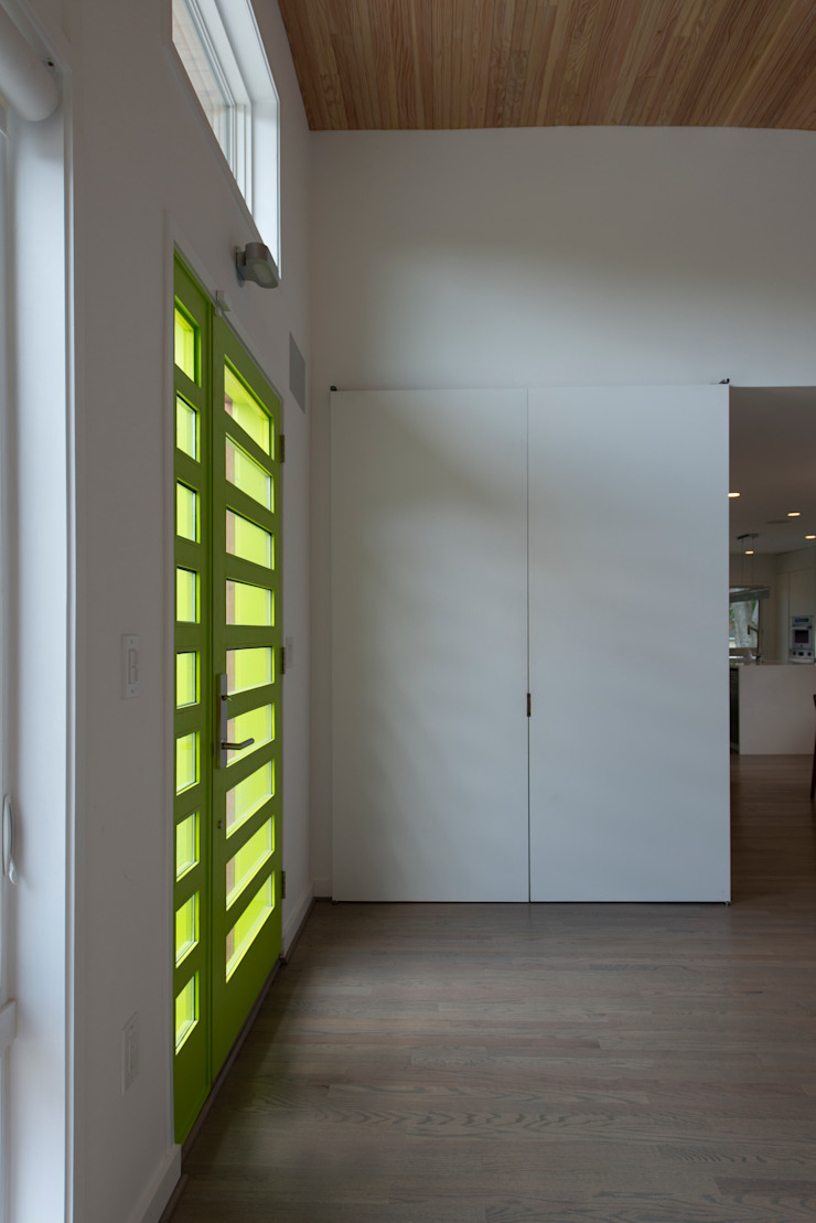 Courtyard House Modern Corridor, Hallway and Staircase by ARCHI-TEXTUAL, PLLC Modern
