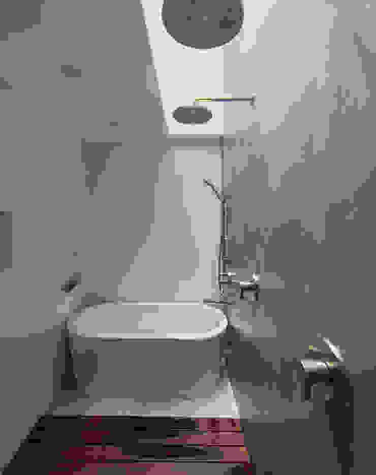 Modern Banyo ARCHI-TEXTUAL, PLLC Modern