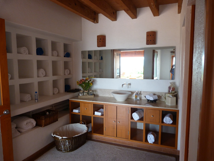 Bagno minimalista di VÁZQUEZ DEL MERCADO - ARQUITECTURA Minimalista