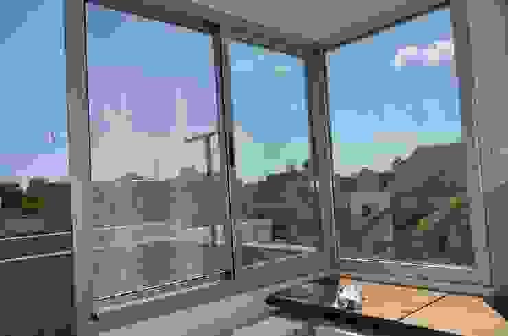 Estudio & Escritorio. Terraza accesible. Estudios y oficinas modernos de NG Estudio Moderno Cerámico