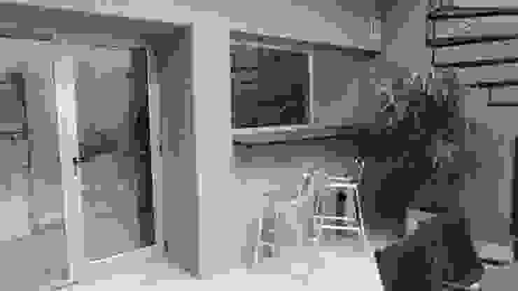 Barra de cocina al patio. Jardines modernos: Ideas, imágenes y decoración de NG Estudio Moderno Cerámico