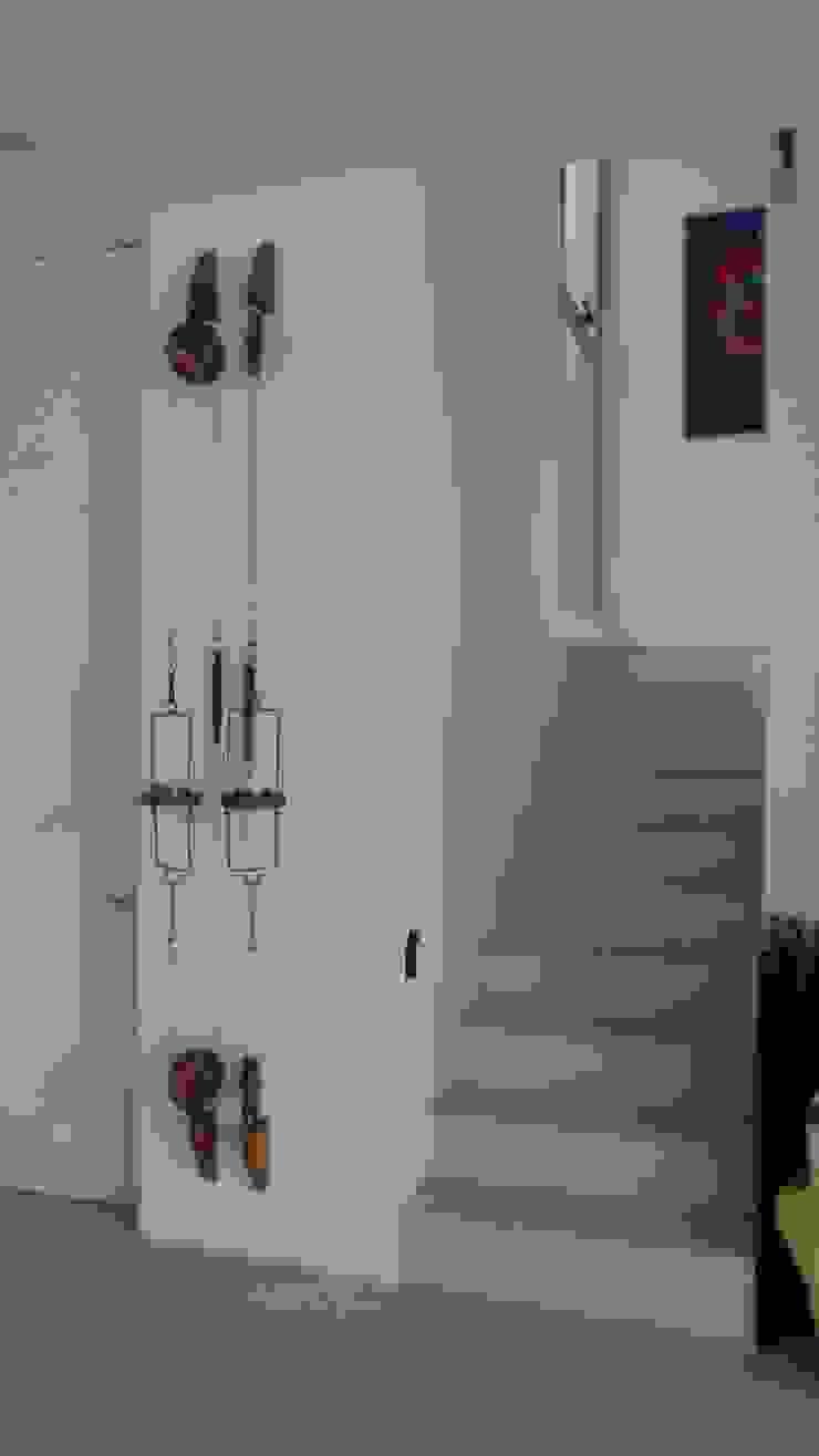 Escalera & Toilette. Pasillos, vestíbulos y escaleras modernos de NG Estudio Moderno Concreto reforzado