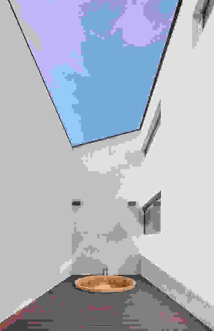 de HGA 건축디자인연구소 Moderno Concreto reforzado