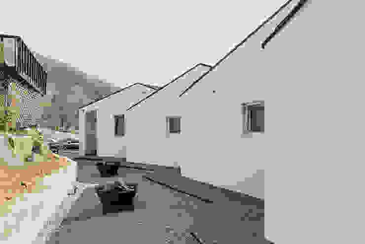 Casas modernas: Ideas, diseños y decoración de HGA 건축디자인연구소 Moderno Concreto