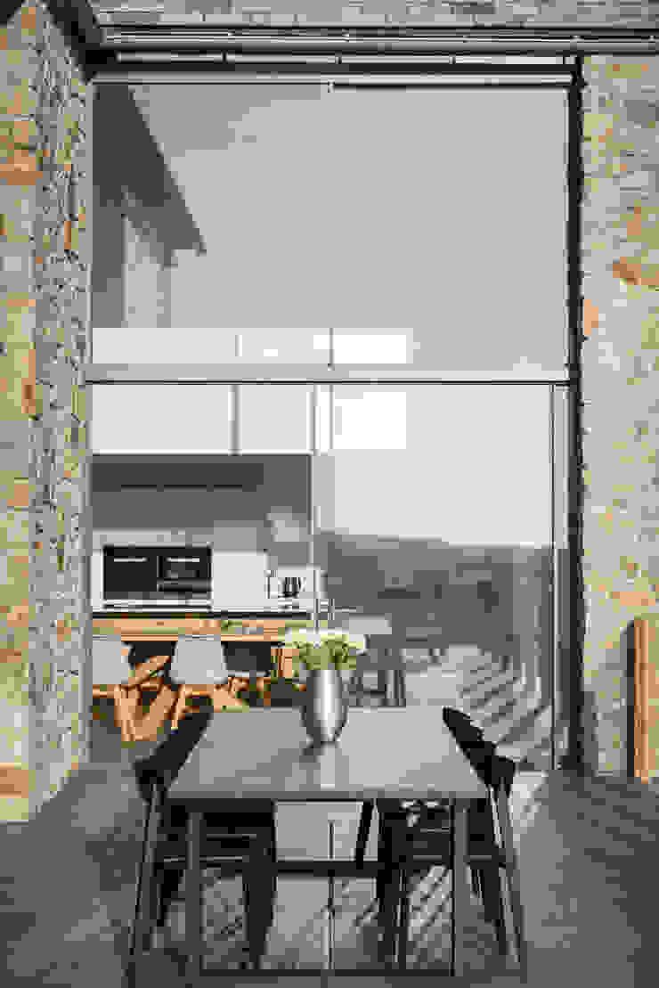 modern  by Laurence Associates, Modern
