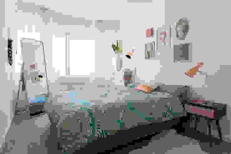 Traço Magenta - Design de Interiores Camera da letto moderna