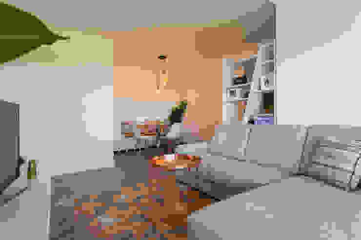 Sala_Zona de estar, vista para a sala de jantar por Traço Magenta - Design de Interiores Moderno