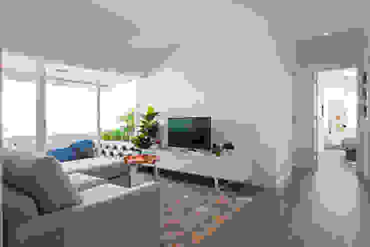 Sala_Zona de estar, vista para varanda Salas de estar modernas por Traço Magenta - Design de Interiores Moderno