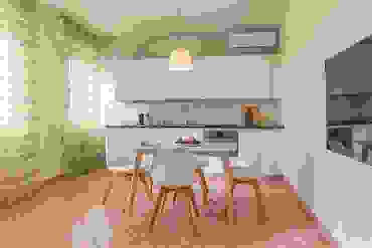 Airone, Home Staging per la Microricettività Anna Leone Architetto Home Stager Sala da pranzo minimalista
