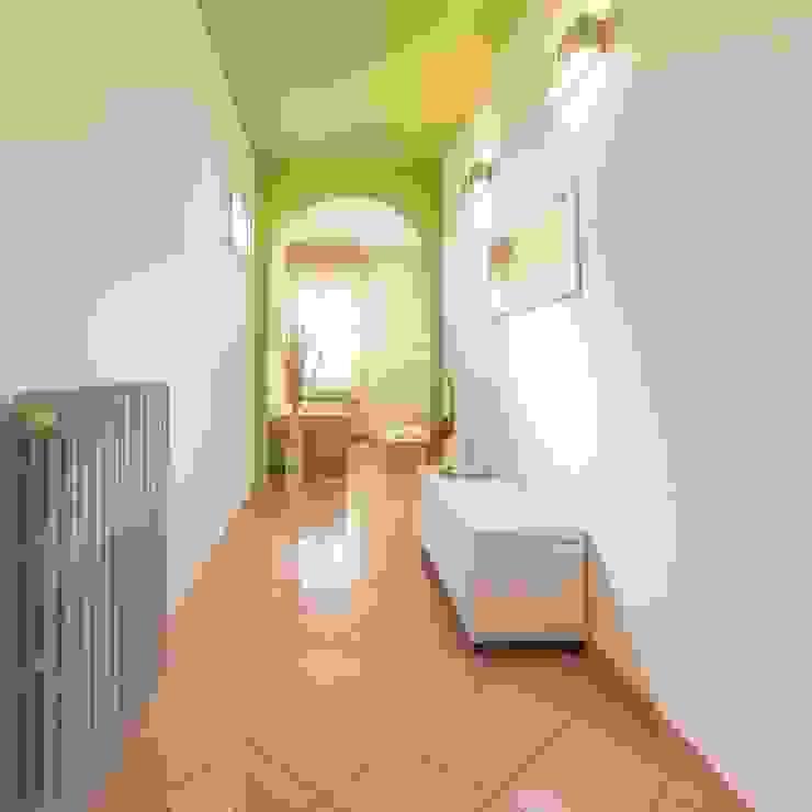 Pasillos y vestíbulos de estilo  de Anna Leone Architetto Home Stager, Minimalista