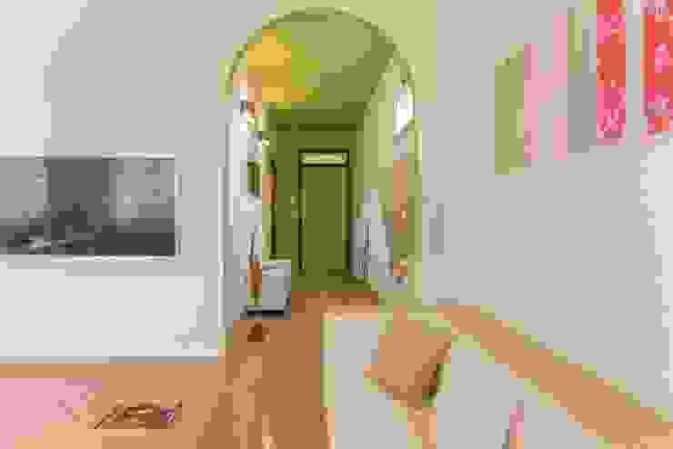 Airone, Home Staging per la Microricettività Ingresso, Corridoio & Scale in stile minimalista di Anna Leone Architetto Home Stager Minimalista