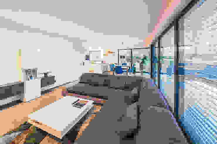 Salones de estilo  de Helwig Haus und Raum Planungs GmbH, Moderno