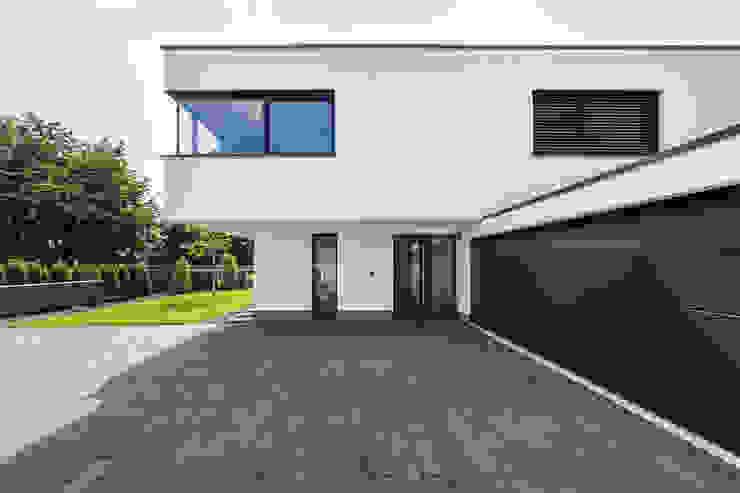 by Helwig Haus und Raum Planungs GmbH Сучасний