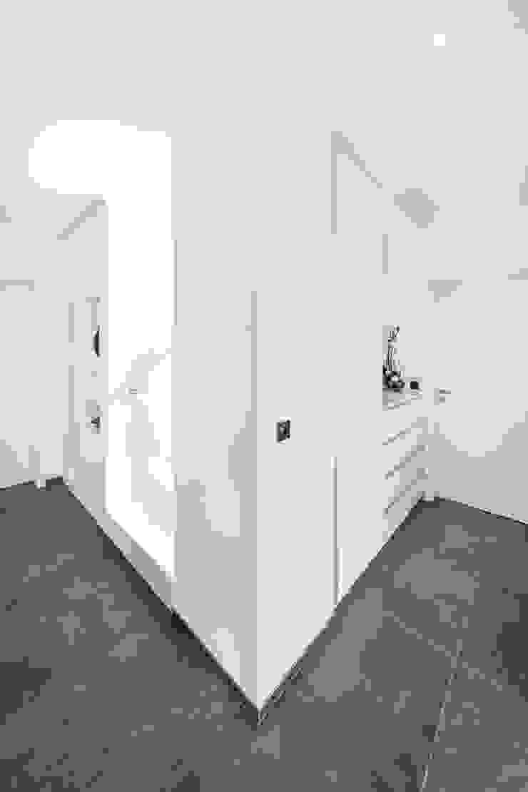 Spiel mit drei Kuben Moderner Flur, Diele & Treppenhaus von Helwig Haus und Raum Planungs GmbH Modern