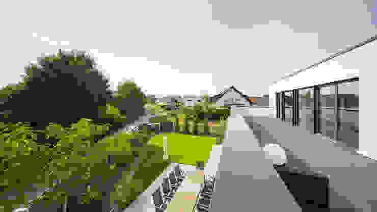 Spiel mit drei Kuben Moderner Balkon, Veranda & Terrasse von Helwig Haus und Raum Planungs GmbH Modern