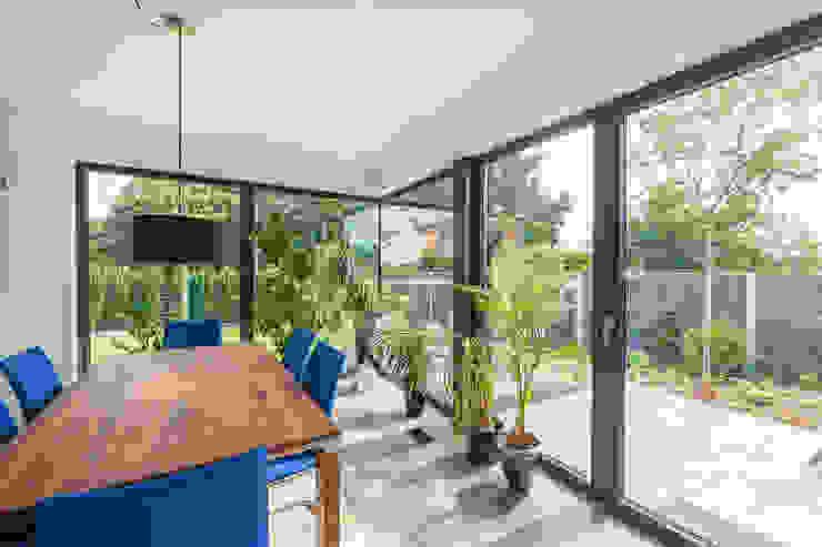 Modern dining room by Helwig Haus und Raum Planungs GmbH Modern