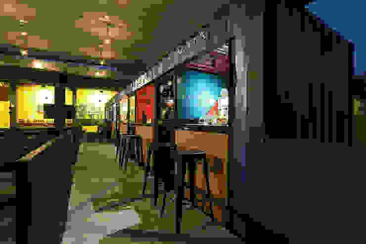 Boutique de Arquitectura (Sonotectura + Refaccionaria) Industrial style gastronomy