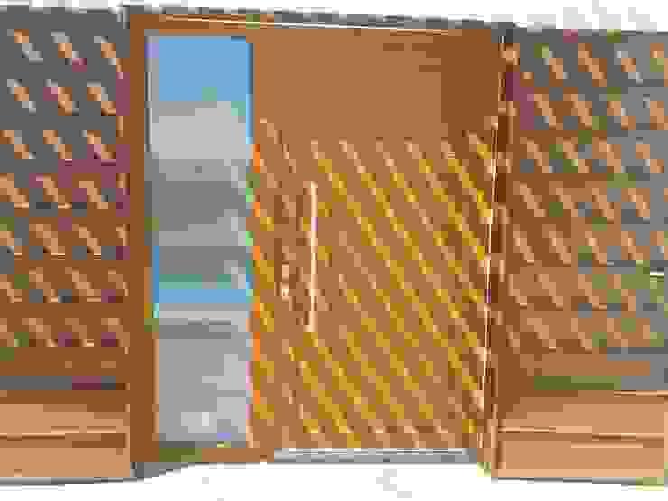 Puertas de estilo  por homify,