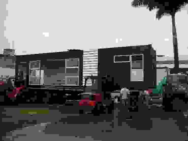 Transporte al sitio de la obra de Home Box Arquitectura Moderno