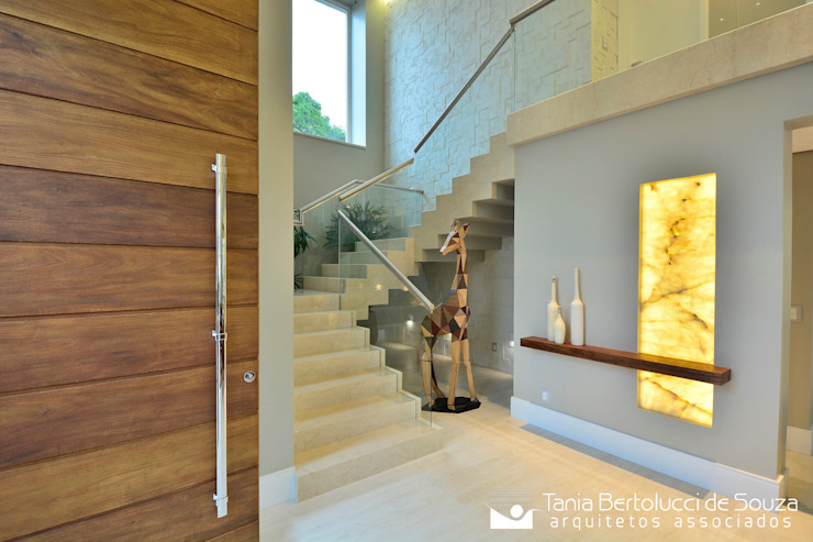 Hall Social e Escada Corredores, halls e escadas modernos por Tania Bertolucci de Souza | Arquitetos Associados Moderno