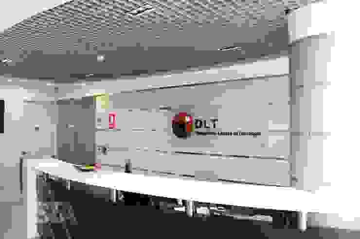 Sala de Espera: Oficinas y Tiendas de estilo  por Soluciones Técnicas y de Arquitectura ,
